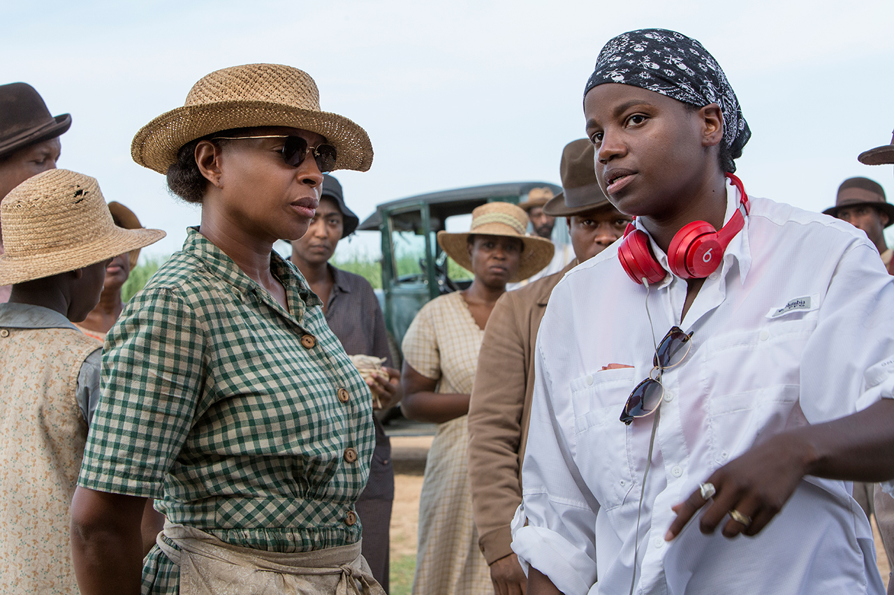 Director Dee Rees (right) with actor Mary J Blige on the set of Mudbound (Netflix, JG)