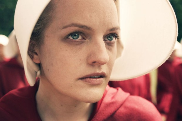 Elisabeth Moss as June/Offred in The Handmaid's Tale (C4, EH)