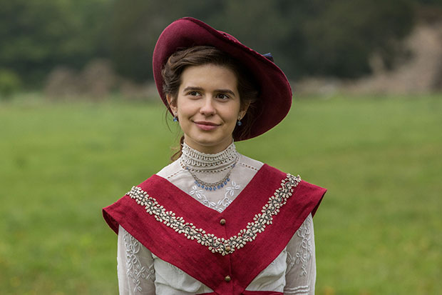 howards end role of the Americans often like to pretend that class plays no role in our society, that all you need to achieve the american dream is to work hard and believe everyone has an equal chance the british know it's a bit more complicated than that in period pieces, especially, social status is clearly defined, and trying to.