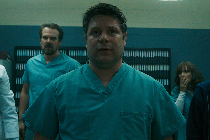 Sean Astin in Stranger Things 2 (Netflix, HF)