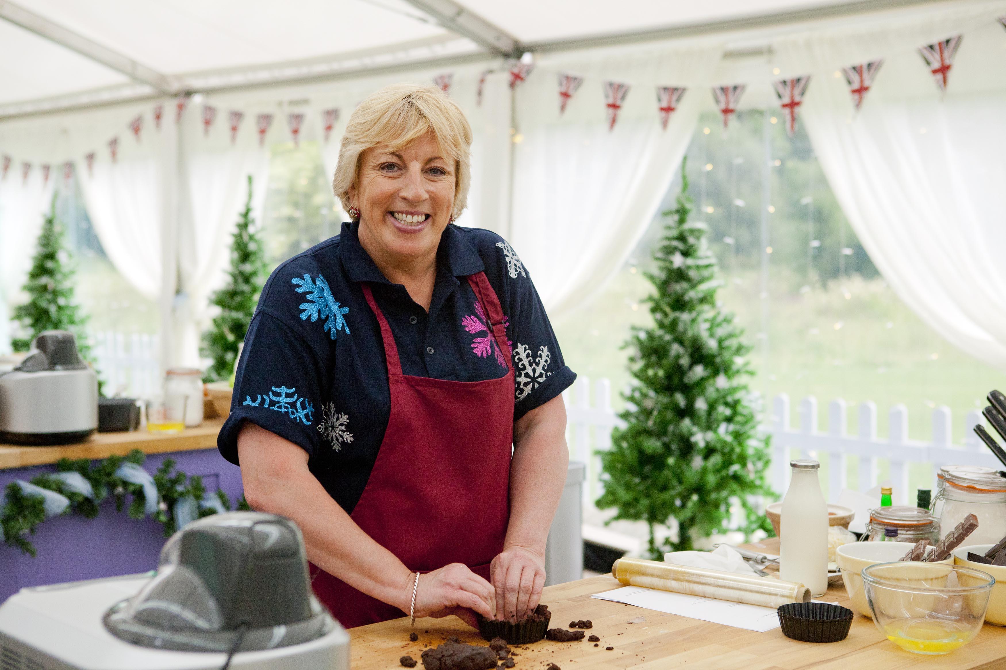 The Great Festive Bake Off: Sandy Docherty (C4, TL)