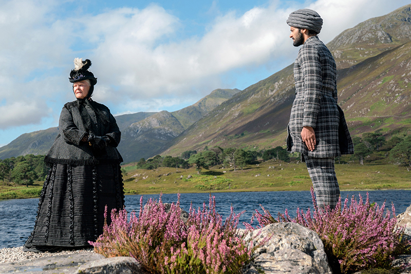 Judi Dench and Ali Fazal in Victoria & Abdul (Universal, HF)