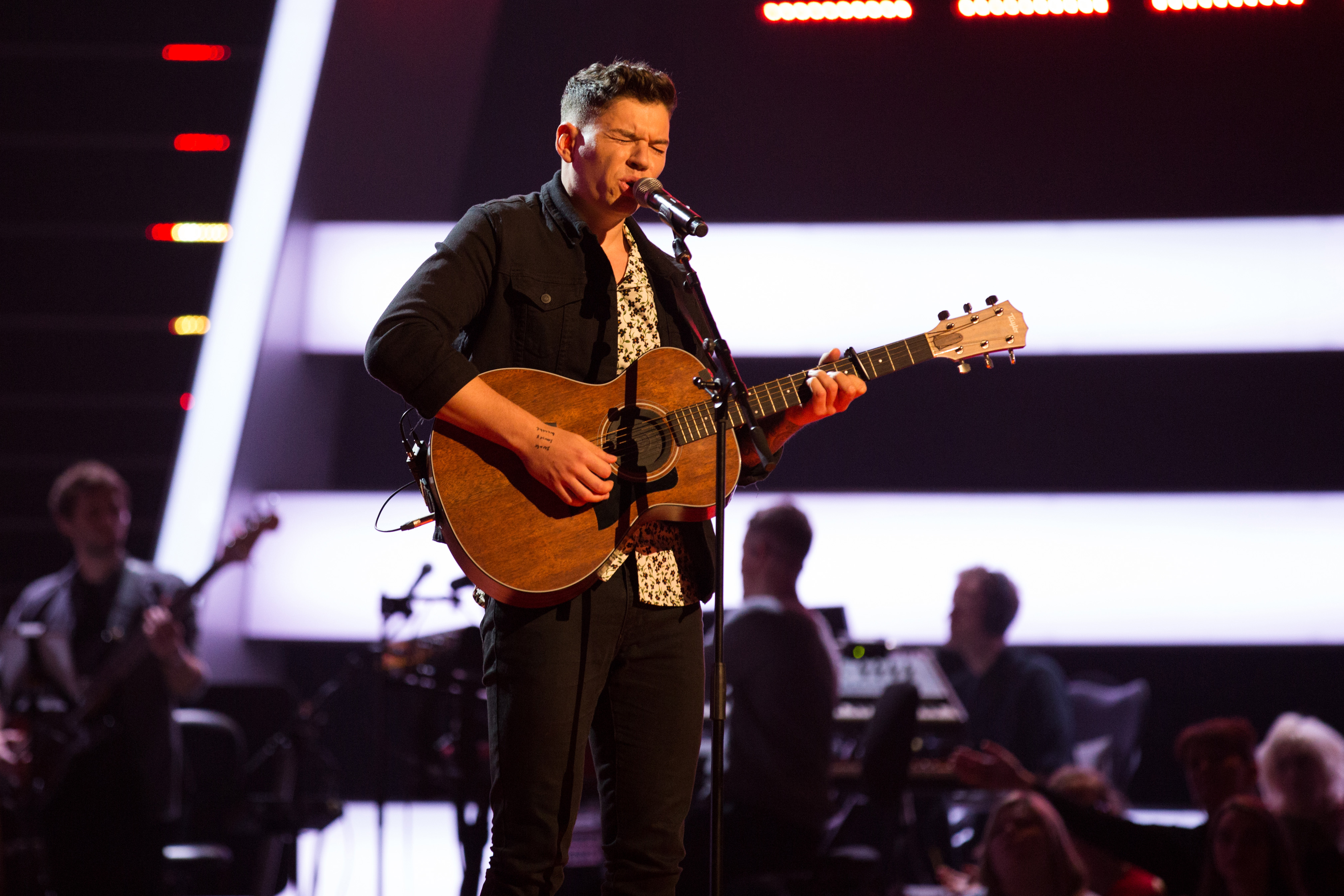 This image and the information contained herein is strictly embargoed until 21.30 Friday 12th January 2018  From ITV Studios  The Voice UK: SR2: Ep2 on ITV  Pictured: Jamie Grey performs.  This photograph is (C) ITV Plc and can only be reproduced for editorial purposes directly in connection with the programme or event mentioned above, or ITV plc. Once made available by ITV plc Picture Desk, this photograph can be reproduced once only up until the transmission [TX] date and no reproduction fee will be charged. Any subsequent usage may incur a fee. This photograph must not be manipulated [excluding basic cropping] in a manner which alters the visual appearance of the person photographed deemed detrimental or inappropriate by ITV plc Picture Desk.  This photograph must not be syndicated to any other company, publication or website, or permanently archived, without the express written permission of ITV Plc Picture Desk. Full Terms and conditions are available on the website www.itvpictures.co.uk  For further information please contact: james.hilder@itv.com / 0207 157 3052 (ITV, BA)