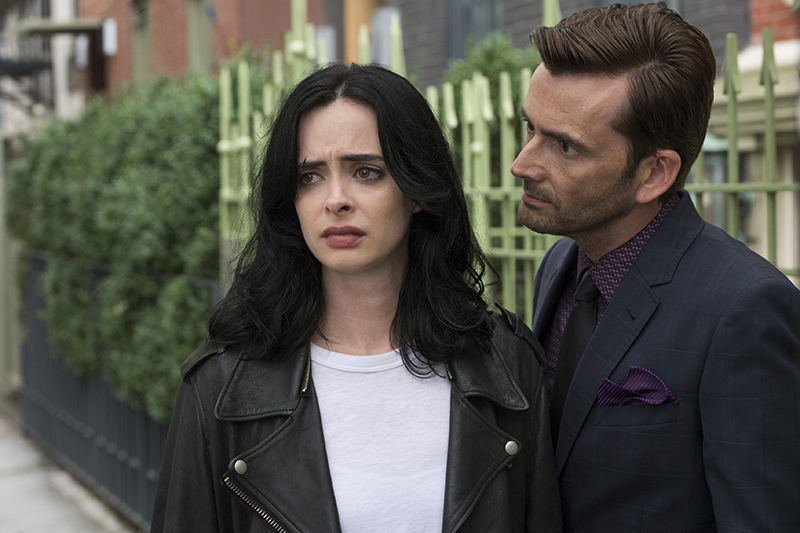 Krysten Ritter and David Tennant in Marvel's Jessica Jones (Netflix, HF)