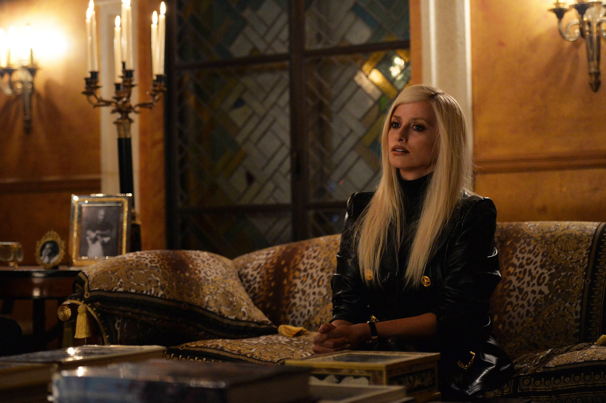 WARNING: Embargoed for publication until 00:00:01 on 20/02/2018 - Programme Name: The Assassination of Gianni Versace: American Crime Story - TX: 28/02/2018 - Episode: The Man Who Would Be Vogue (No. 1) - Picture Shows: Donatella Versace (PENELOPE CRUZ) - (C) © 2018 Fox and its related entities. All rights reserved. - Photographer: Jeff Daly/FX