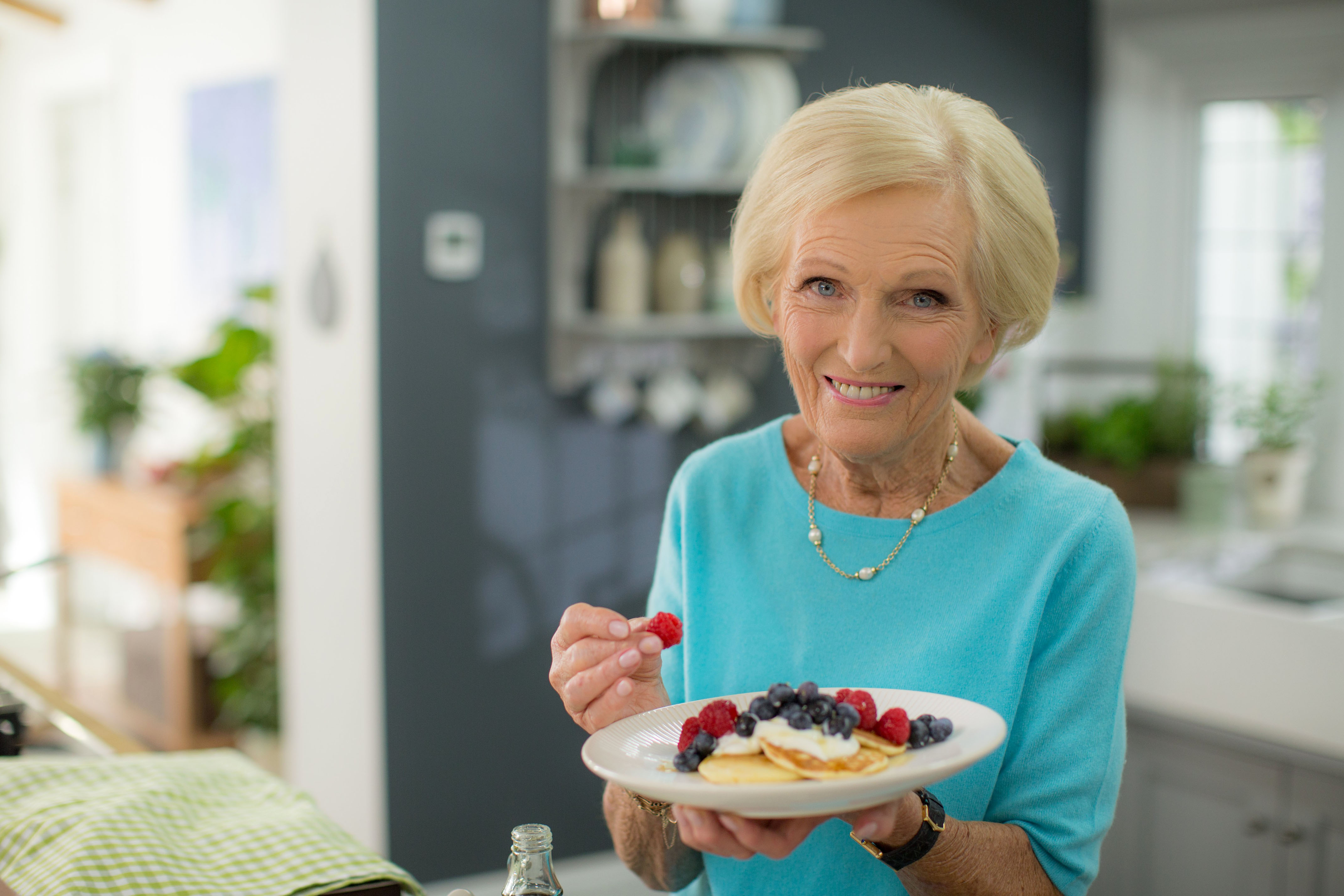 Classic mary berry the chef shares 7 lessons in dining for Mary berry uk