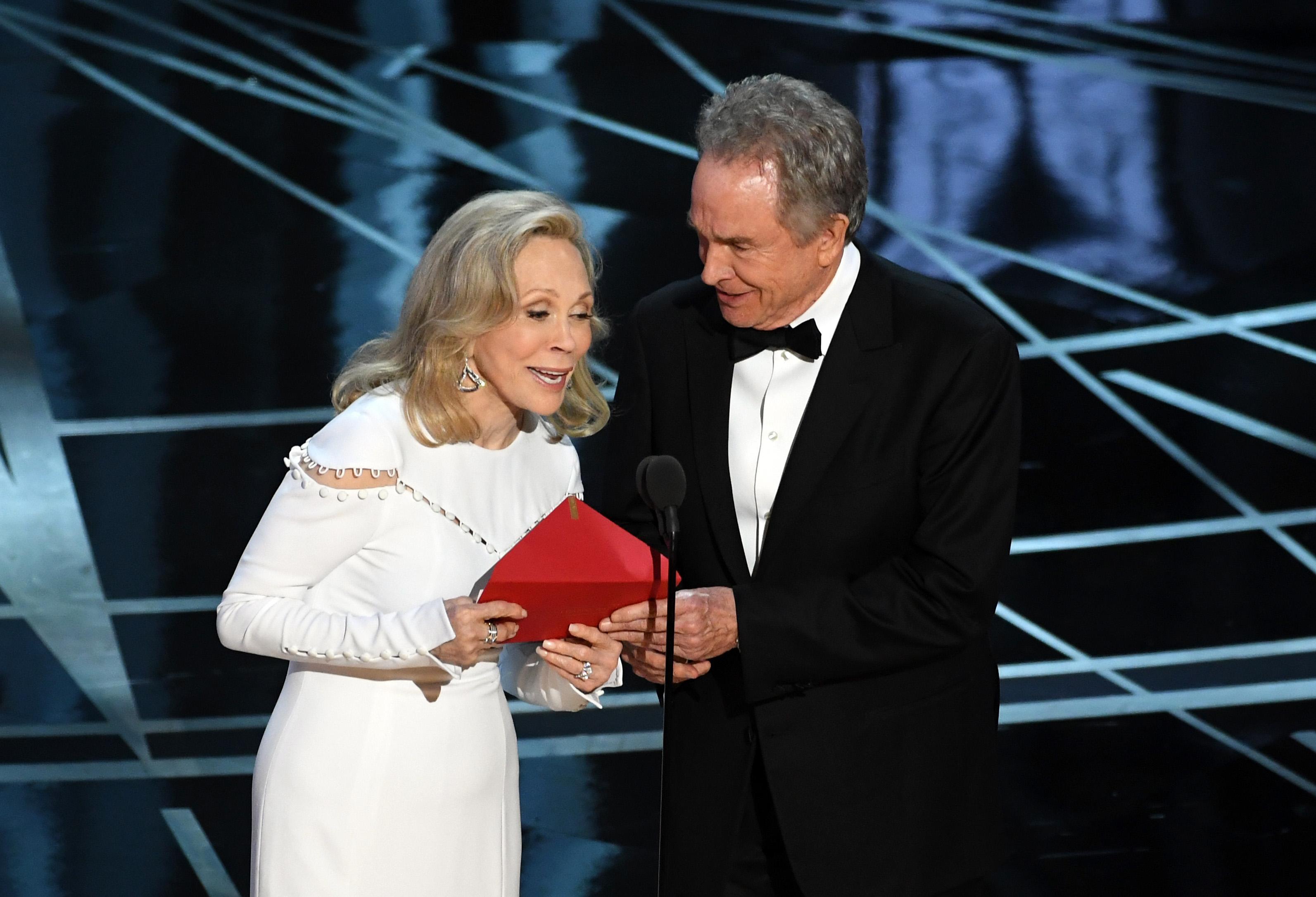 Faye Dunaway and Warren Beatty, Oscars (Getty, EH)
