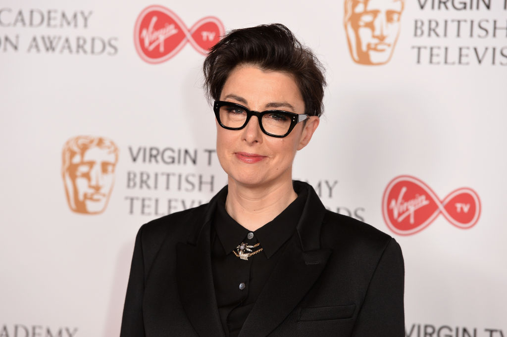 LONDON, ENGLAND - MAY 14:  Host Sue Perkins poses in the Winner's room at the Virgin TV BAFTA Television Awards at The Royal Festival Hall on May 14, 2017 in London, England.  (Photo by Jeff Spicer/Getty Images)