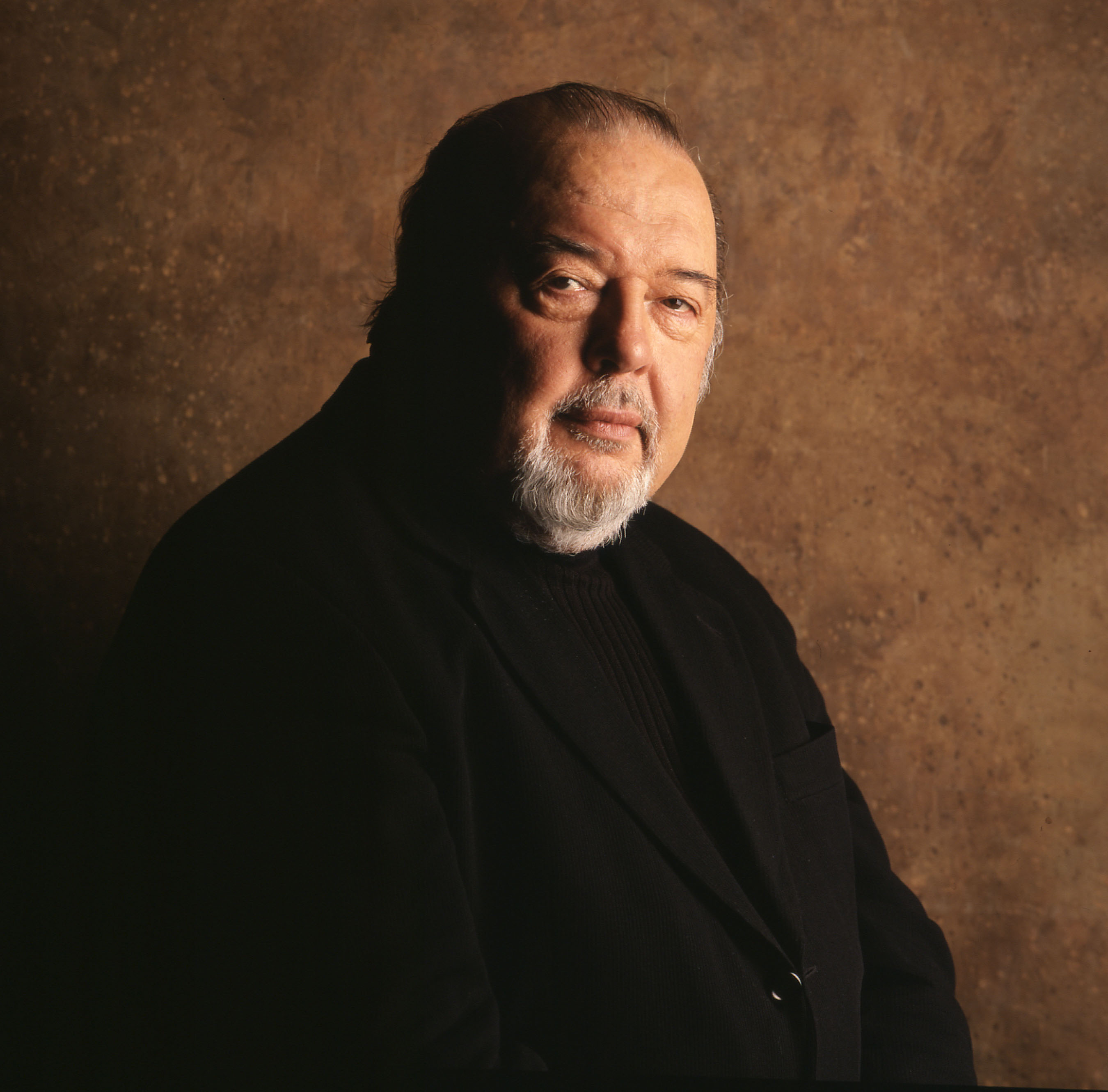 384136 01: Sir Peter Hall poses for a portrait August 5, 2000 in Houston, Texas. Hall is a Playwrite who has won two Tony Awards and is the former artistic director of the Royal National Theatre. (Photo by Pam Francis/Liaison)