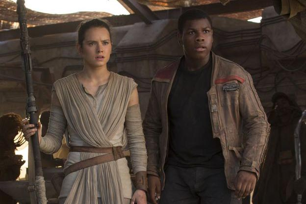 Daisy Ridley as Rey and John Boyega as Finn in Star Wars: The Force Awakens (Lucasfilm, HF)