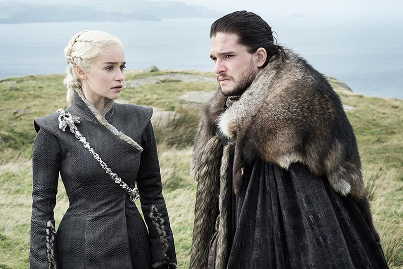 Emilia Clarke as Daenerys Targaryen and Kit Harington as Jon Snow in Game of Thrones (HBO, HF)