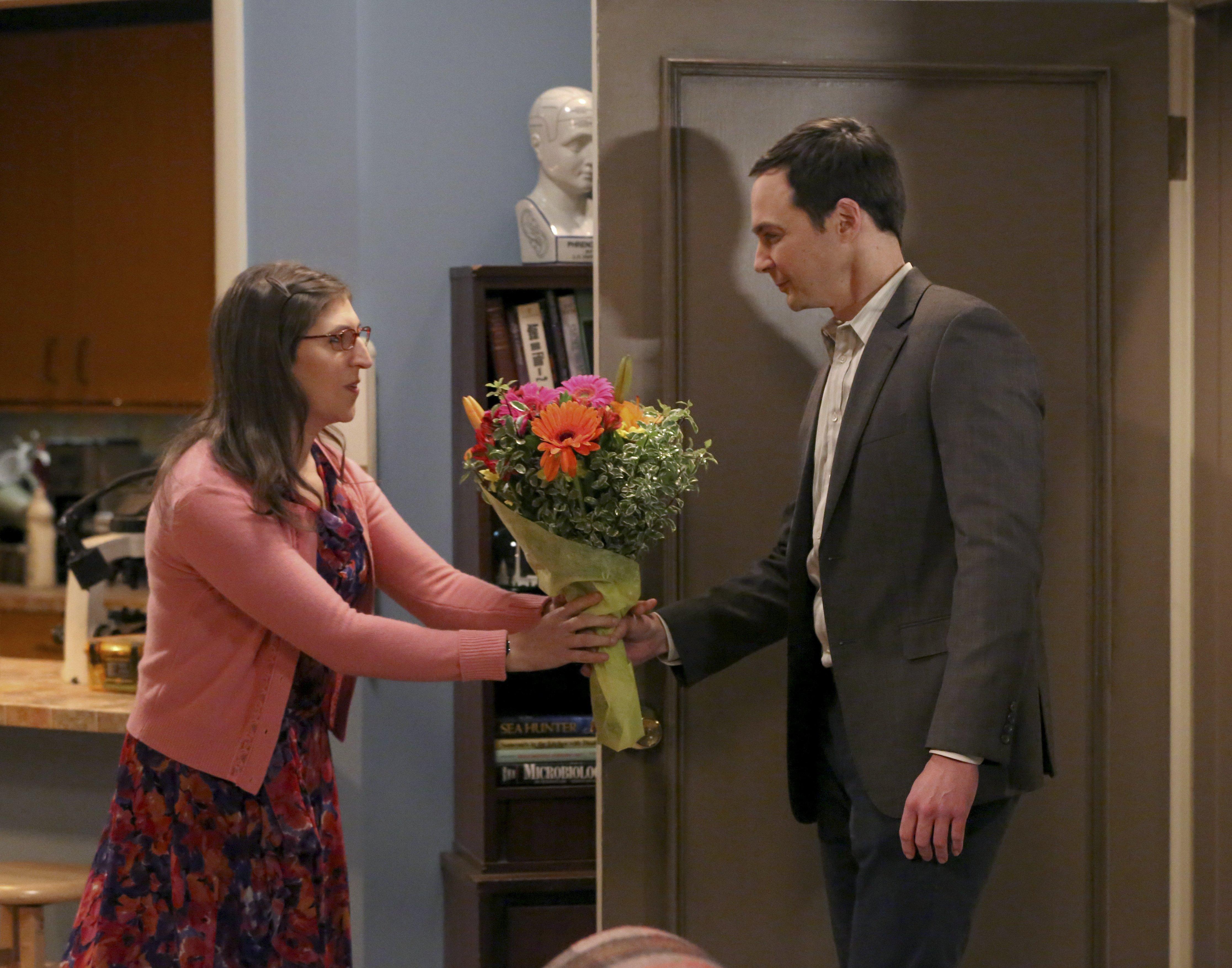 The Big Bang Theory - Series 09 Episode 11 The Opening Night Excitation Characters names Sheldon, Penny, Leonard, Howard, Raj © Warner Bros. Entertainment, Inc.  Sky pics, TL