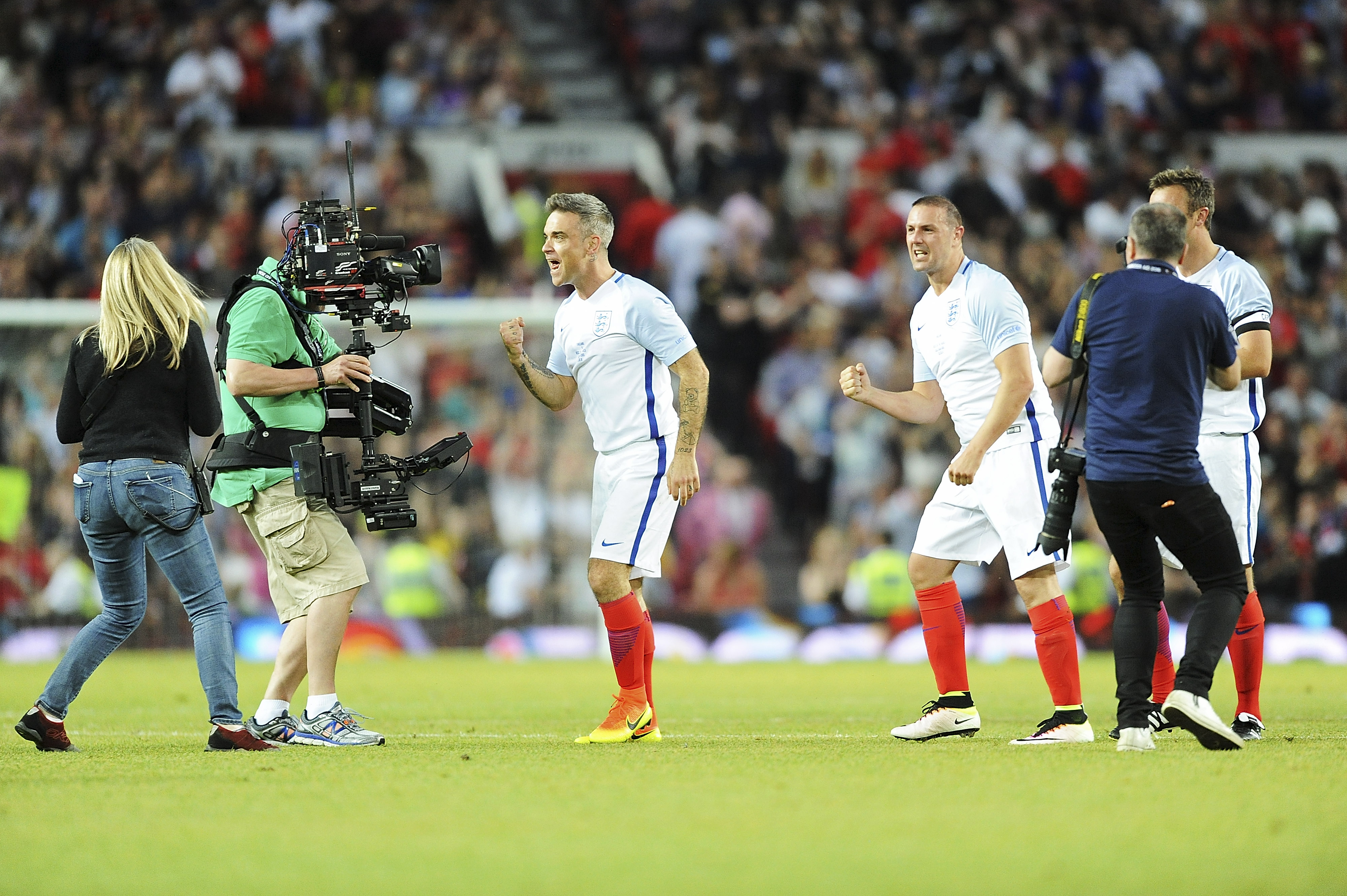 MANCHESTER, ENGLAND - JUNE 05: Robbie Williams and teammates celebrate during Soccer Aid at Old Trafford on June 5, 2016 in Manchester, England. (Photo by Dave J Hogan/Dave J Hogan/Getty Images)