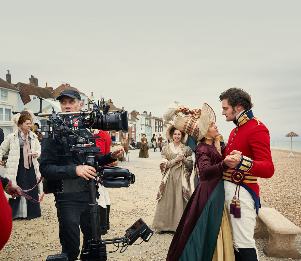 Olivia Cooke as Becky Sharp and Tom Bateman as Rawdon Crawley in ITV's Vanity Fair (ITV/RT)