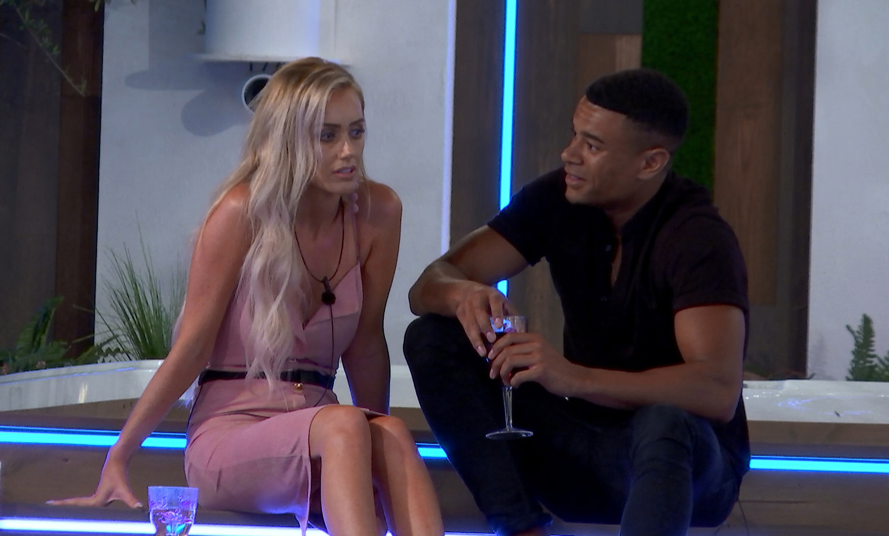 Laura and Wes - Love Island