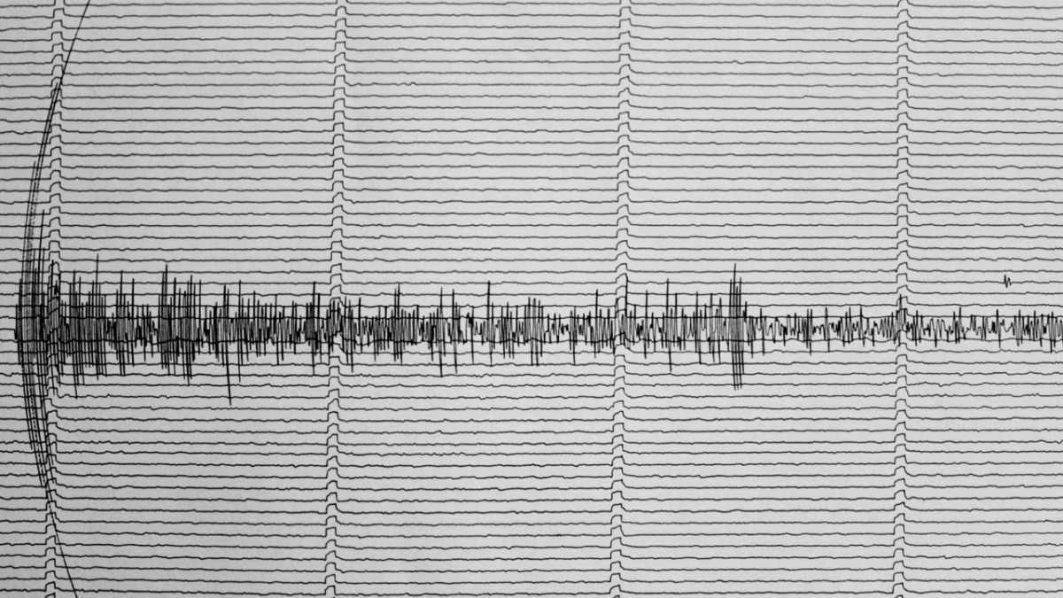 How are the seismometers that measure earthquakes calibrated?