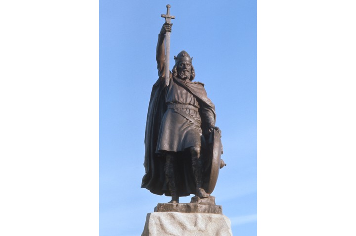 A statue of Alfred The Great (849-899) in Winchester, Hampshire circa 1975.  It is by sculptor Hamo Thornycroft and was erected in 1901  (Photo by RDImages/Epics/Getty Images)