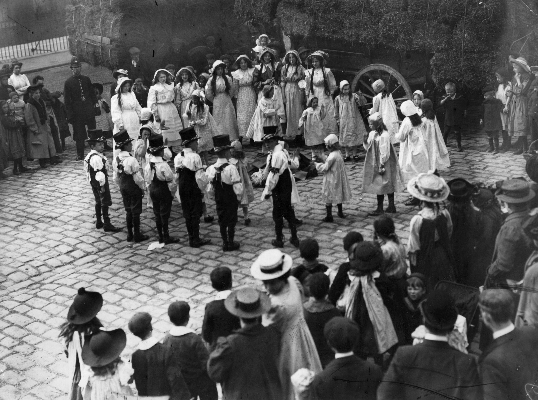 History explorer the swinging sixties history extra morris dancers perform publicscrutiny Images