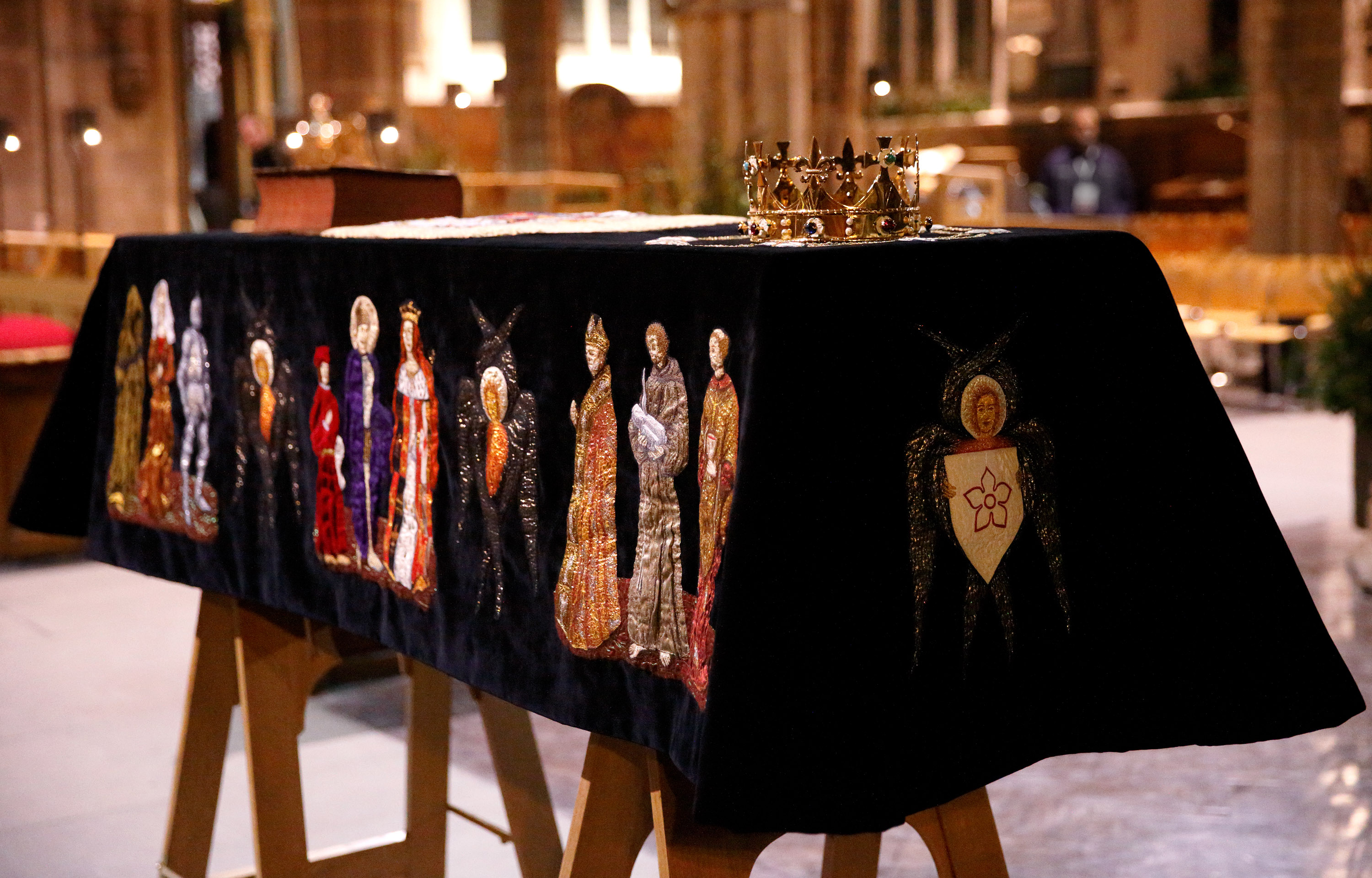 A coffin containing the skeleton of King Richard III sitting in repose inside Leicester Cathedral. (Photo by Max Mumby/Indigo/Getty Images)