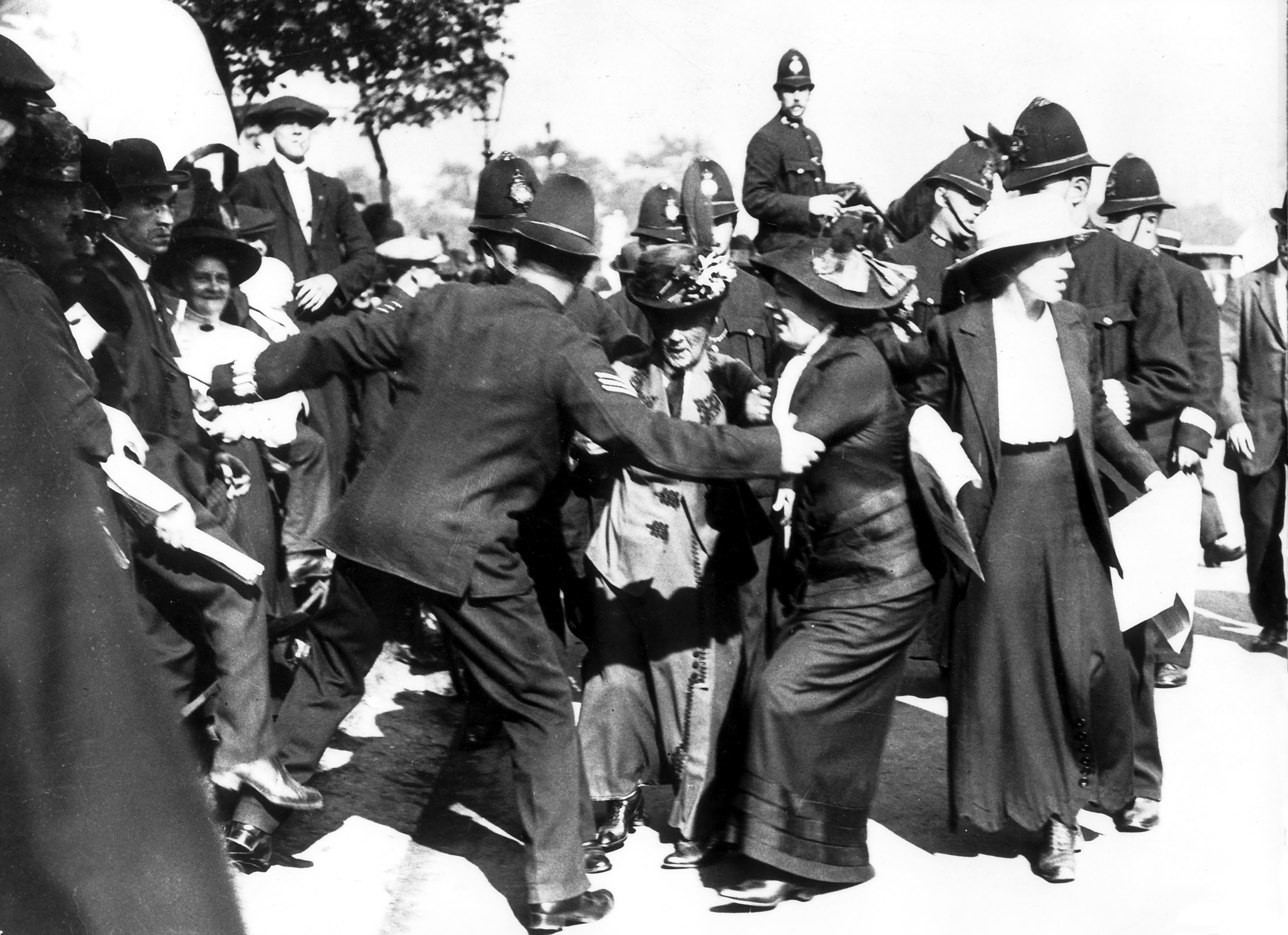 England: Suffragettes confrontation with police