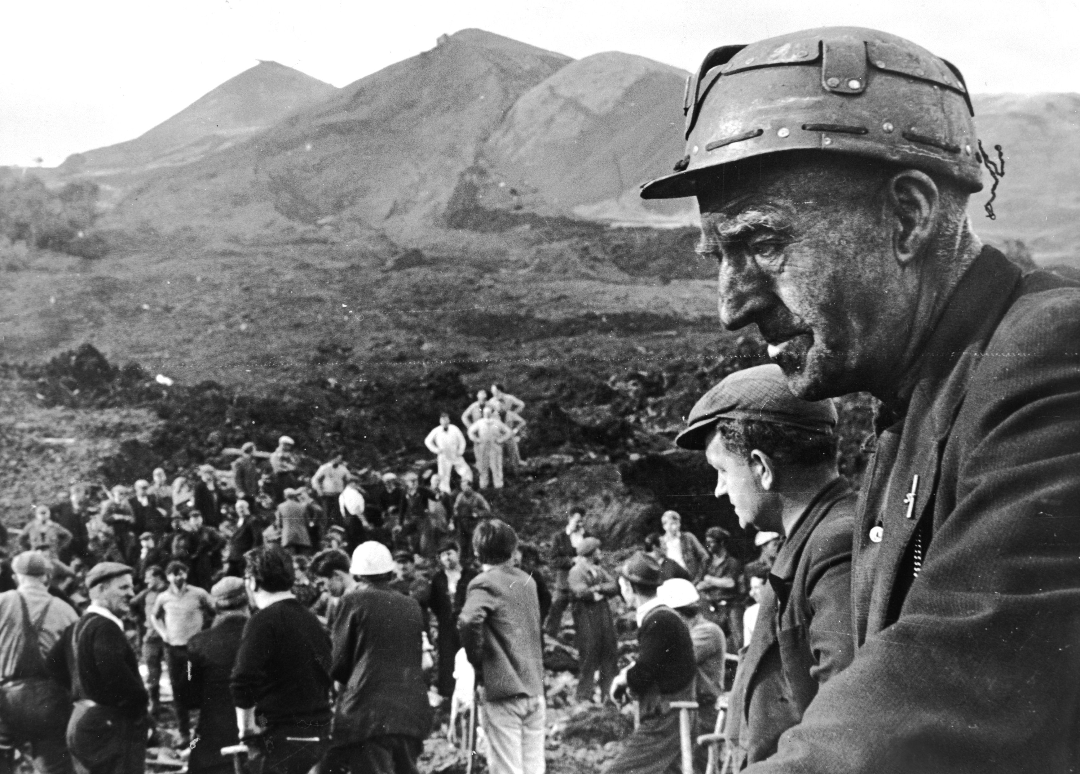 Rescue workers at the scene of the wrecked Pantglas Junior School at Aberfan, South Wales. (Getty Images)