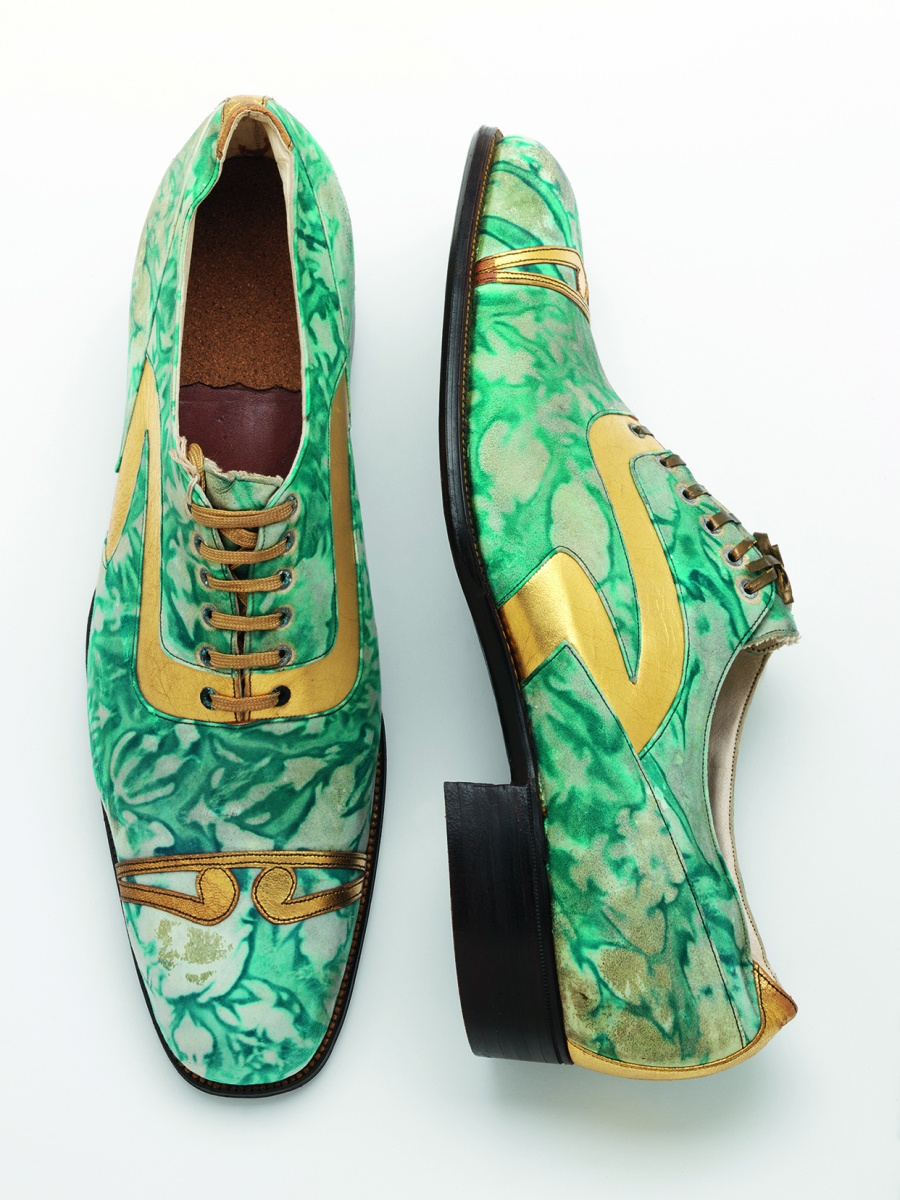 10._Mens_shoes_gilded_and_marbled_leather_Northamptonshire_England_c.1925__Victoria_and_Albert_Museum_London_sm-38dc418