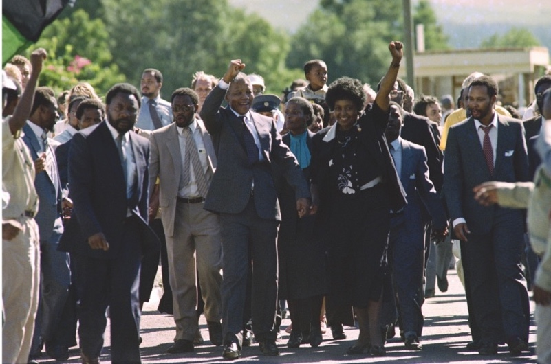 Anti-apartheid leader and African National Congress (ANC) member Nelson Mandela (C, L) and his wife Winnie raise fists upon Mandela's release from Victor Verster prison on February 11, 1990 in Paarl. AFP PHOTO ALEXANDER JOE        (Photo credit should read ALEXANDER JOE/AFP/Getty Images)