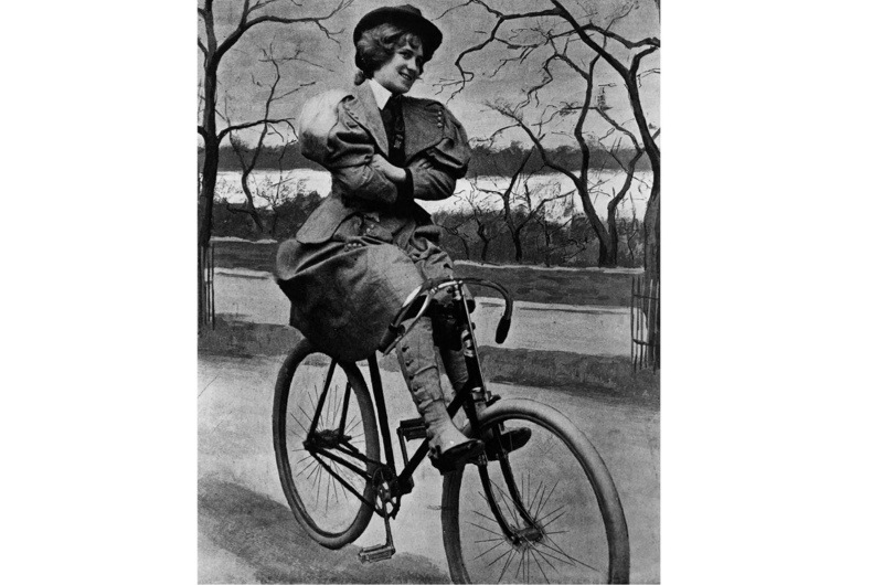 1897-A-woman-sits-on-a-scorcher-a-Victorian-bicycle-in-St-James-Park-2-4ca397f