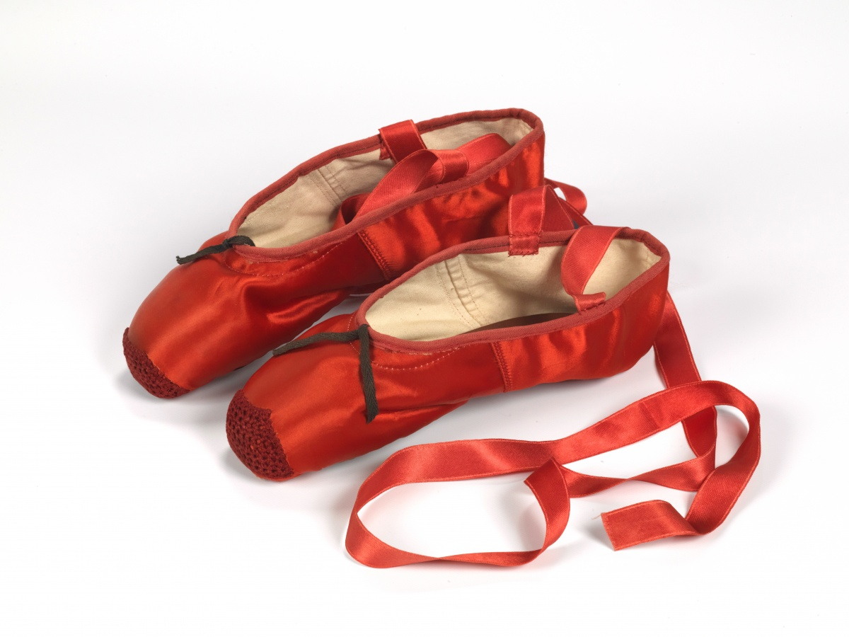 4._Freed_of_London_founded_in_1929_red_ballet_shoes_made_for_Victoria_Page_Moira_Shearer_in_The_Red_Shoes_1948_silk_satin_braid_and_leather_England_1948_Northampton_Museums_and_Art_Gallery-1d29bd5