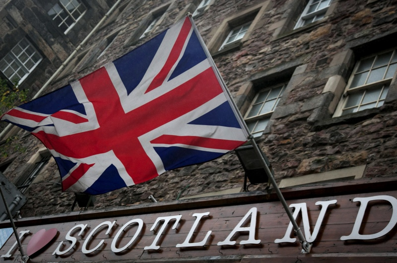 EDINBURGH, SCOTLAND - SEPTEMBER 19:  The Union Flag flies above a gift shop in central Edinburgh on September 19, 2014 in Edinburgh, Scotland. The majority of Scottish people have today voted ÒNoÓ in the referendum and Scotland will remain within the historic union of countries that make up the United Kingdom.  (Photo by Matt Cardy/Getty Images)