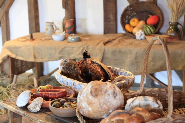 Tudor Dining A Guide To Food And Status In The 16th