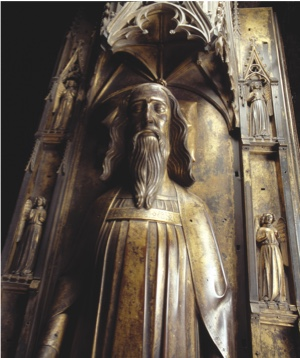 BH0TKK Edward III King of England 1327-77 bronze effigy on his tomb in Westminster Abbey, London England. Overhead view. Image shot 2008. Exact date unknown.