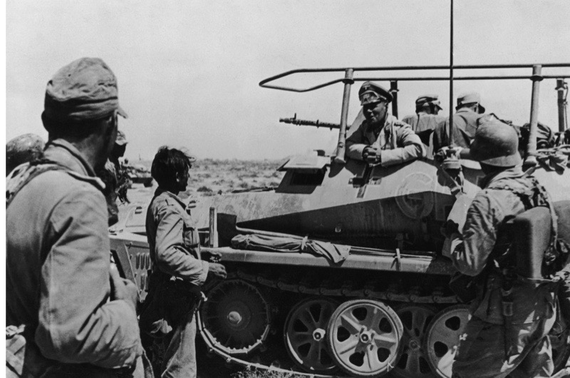 German military commander Erwin Rommel (1891 - 1944) talks to soldiers of the German army in the fortified ring around Tobruk, Libya, 22nd June 1942. (Photo by Heinrich Hoffmann/Hulton Archive/Getty Images)