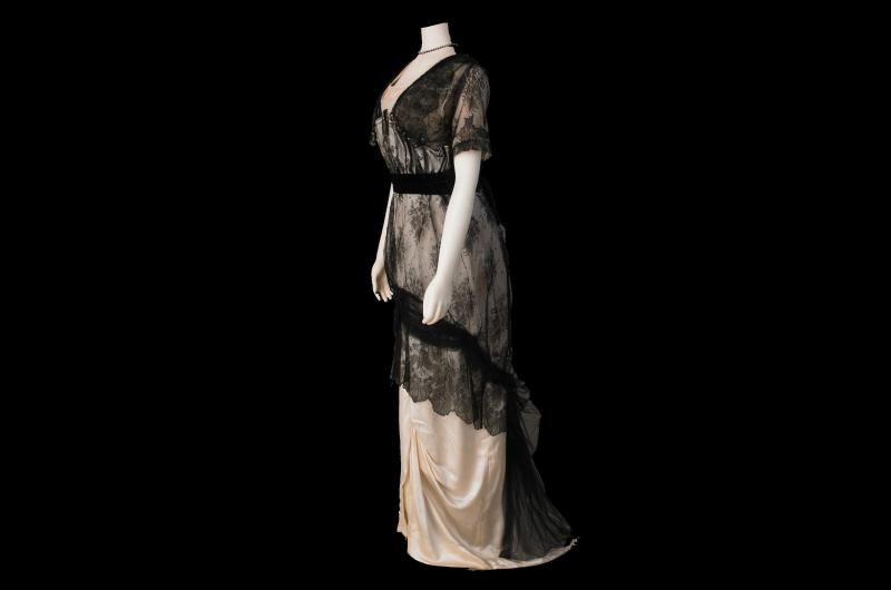 An early 20th century evening dress. (© National Museums Liverpool)