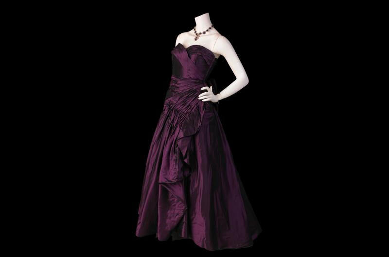 A 1950s evening dress. (© National Museums Liverpool)
