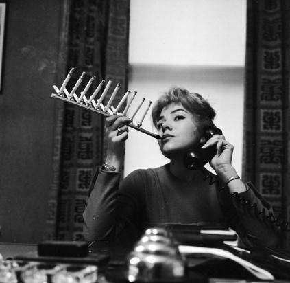 Frances-Richards-cigarette-holder_0-aed9e5b