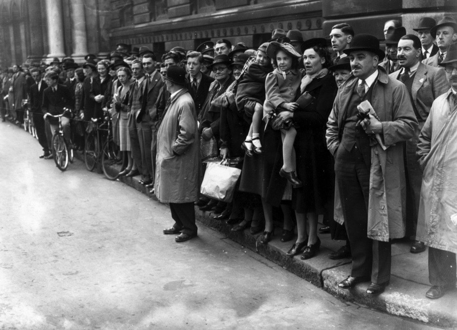 9th May 1940:  Londoners line Downing Street in the hope of getting a glimpse of the departing British Prime Minister Neville Chamberlain (1869 - 1940) after his resignation.  (Photo by William Vanderson/Fox Photos/Getty Images)