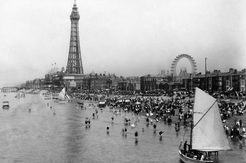 (GERMANY OUT) United Kingdom - England - Blackpool: People on the beach and Blackpool Tower - undatedVintage property of ullstein bild (Photo by ullstein bild/ullstein bild via Getty Images)