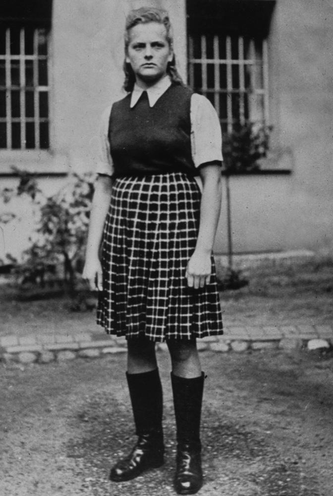 """Irna Grese """"l ange blond d Auschwitz """" dans un camp de concentration WW2 Credit:Rue des Archives / TAL / 18 rue le Bua 75020 Paris France"""