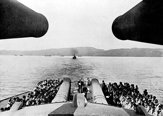 World War I, The Dardanelles, 1915, Powerful view between two huge gun turrets of a Church service on board HMS -Queen Elizabeth+  (Photo by Popperfoto/Getty Images)