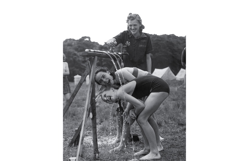 Girls shower at a Woodcraft Folk meeting in Stanmore in 1947. (Photo by George W. Hales/Fox Photos/Getty Images)
