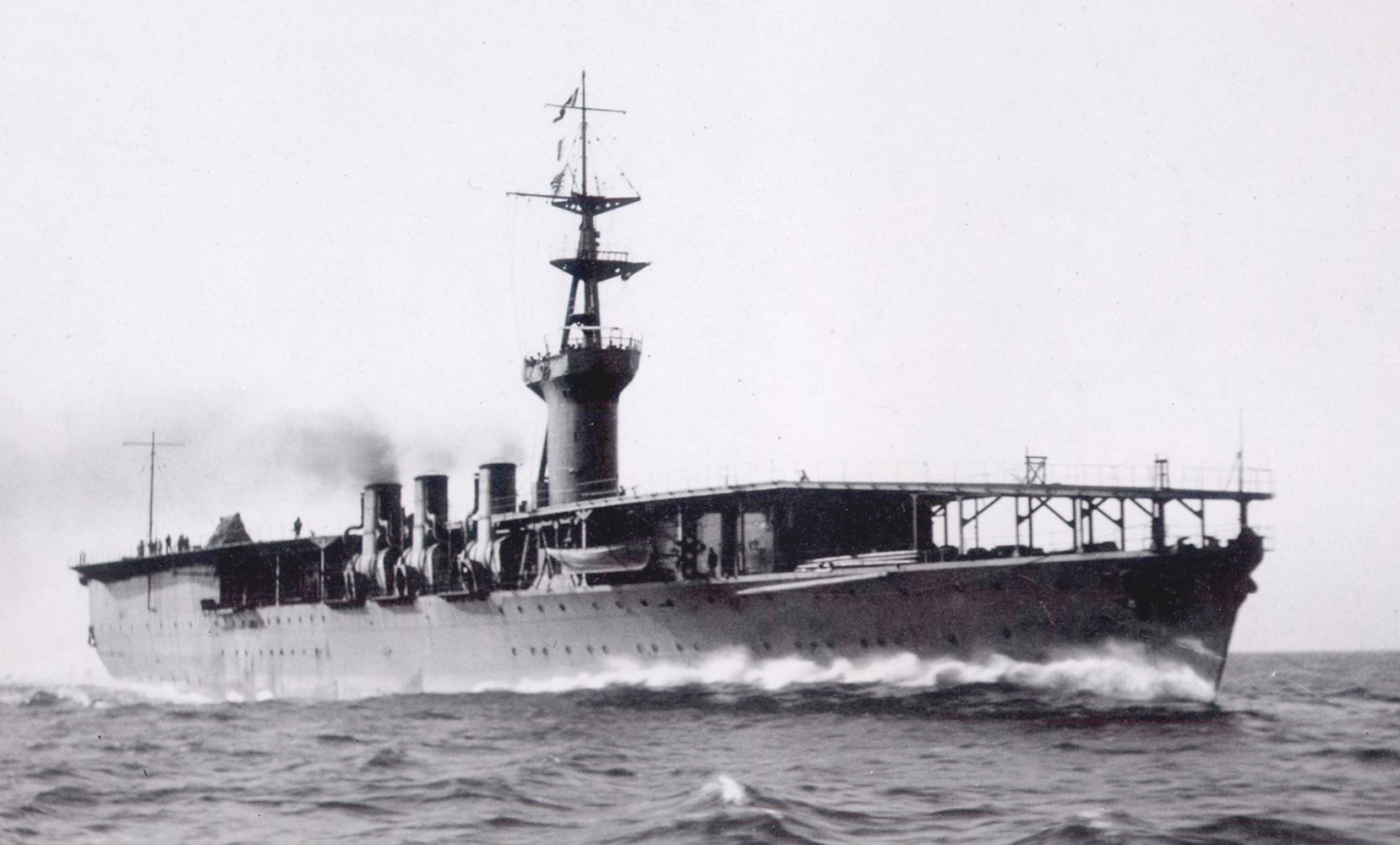 Japanese_aircraft_carrier_Hosho_1922_PUBLIC20DOMAIN_cmyk-fe39185