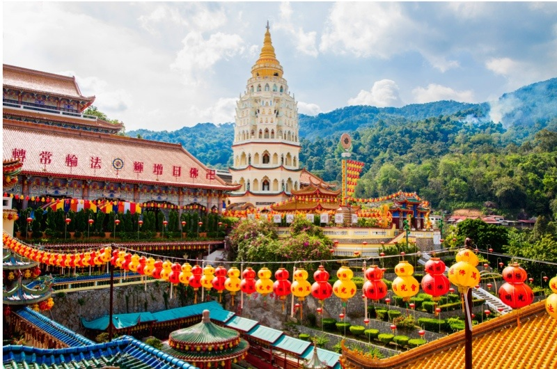 20 Feb 2013, Air Itam, Malaysia --- Chinese lanterns at Kek Lok Si temple, George Town, Penang, Malaysia --- Image by © Inti St Clair/Blend Images/Corbis
