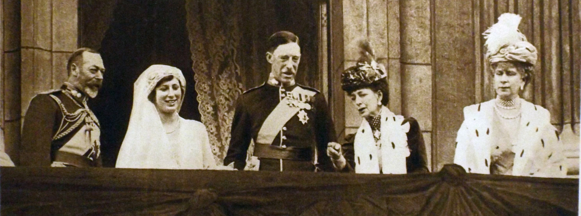 Princess20Mary20and20her20new20husband20Viscount20Lascelles2C20Buckingham20Palace20balcony2C201922-59638d4