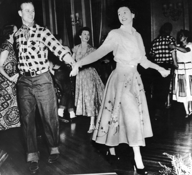 Queen-Elizabeth-and-Prince-Philip-barn-dance_0-9f3d634