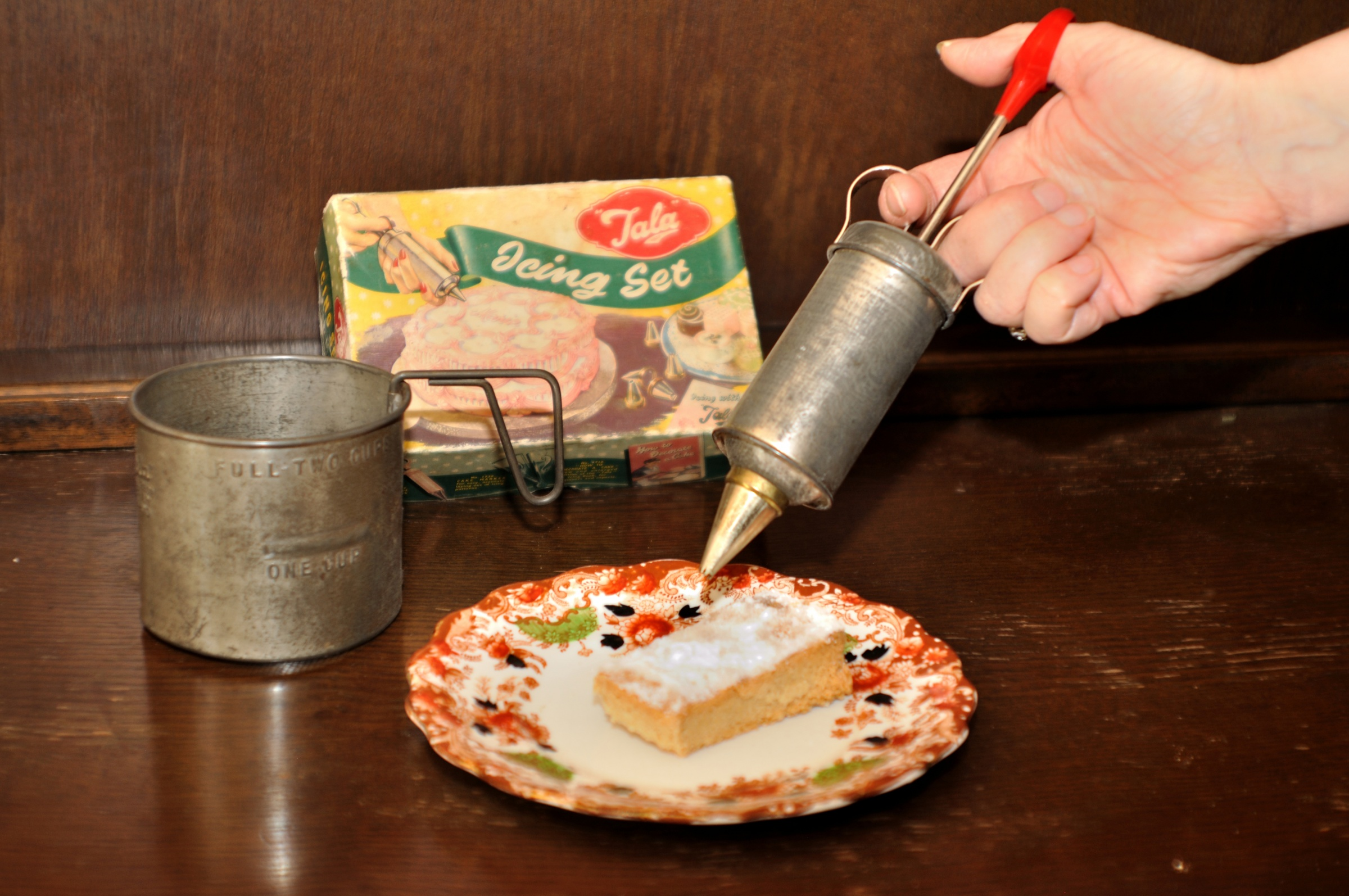 A Tala icing set c1950-60 and 1940s flour sifter.
