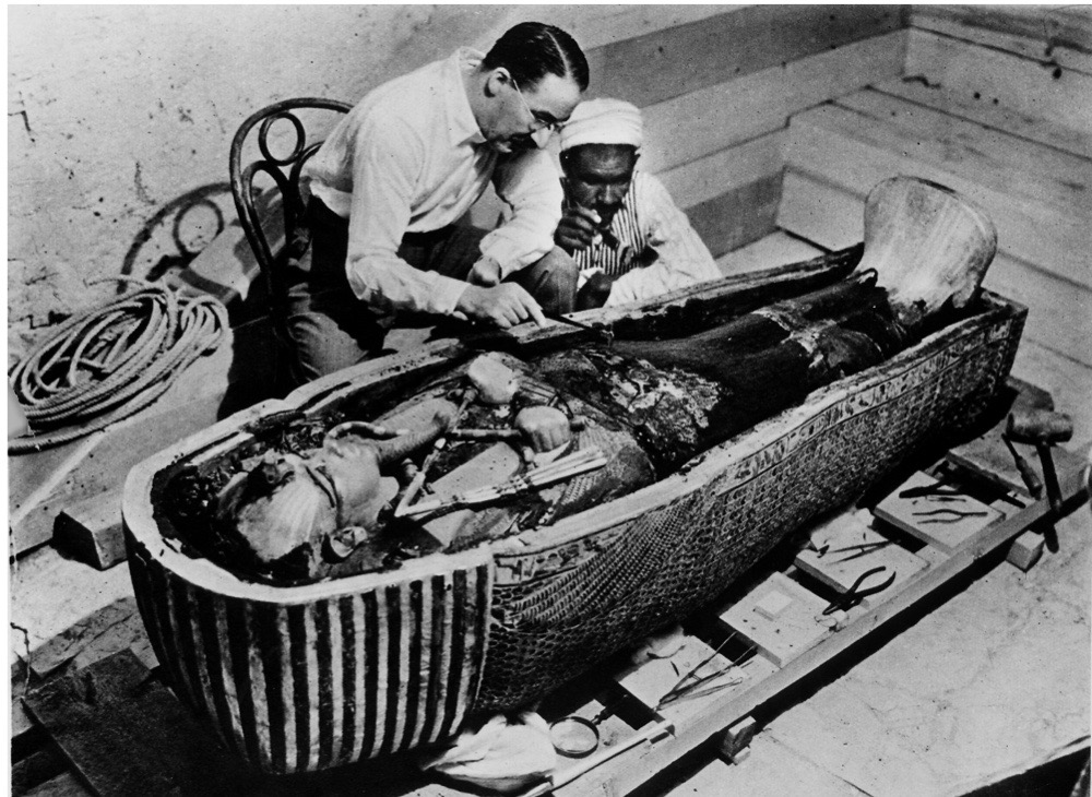 EGYPT - 1922: Archaeologist Howard Carter removing oils from the coffin of Tutankhamen (lived around 1350 BC), ancient Egyptian pharoah, which he discovered in 1922. (Photo by Mansell/Mansell/The LIFE Picture Collection/Getty Images)