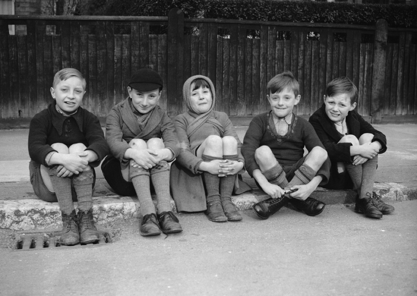 A group of evacuee children during the Second World War. (Fox Photos/Getty Images)