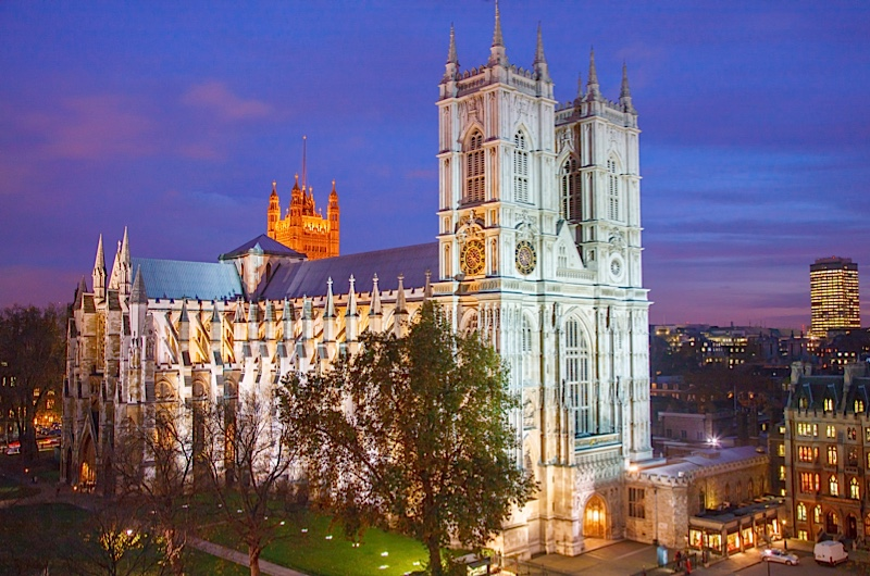 LONDON, UNITED KINGDOM - 2008/11/19: Aerial view on Westminster Abbey at night. (Photo by Pawel Libera/LightRocket via Getty Images)