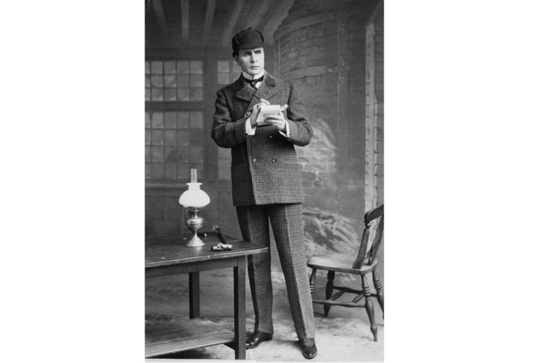 Actor William Gillette playing the detective Sherlock Holmes. (Photo by Gillette/London Stereoscopic Company/Getty Images)